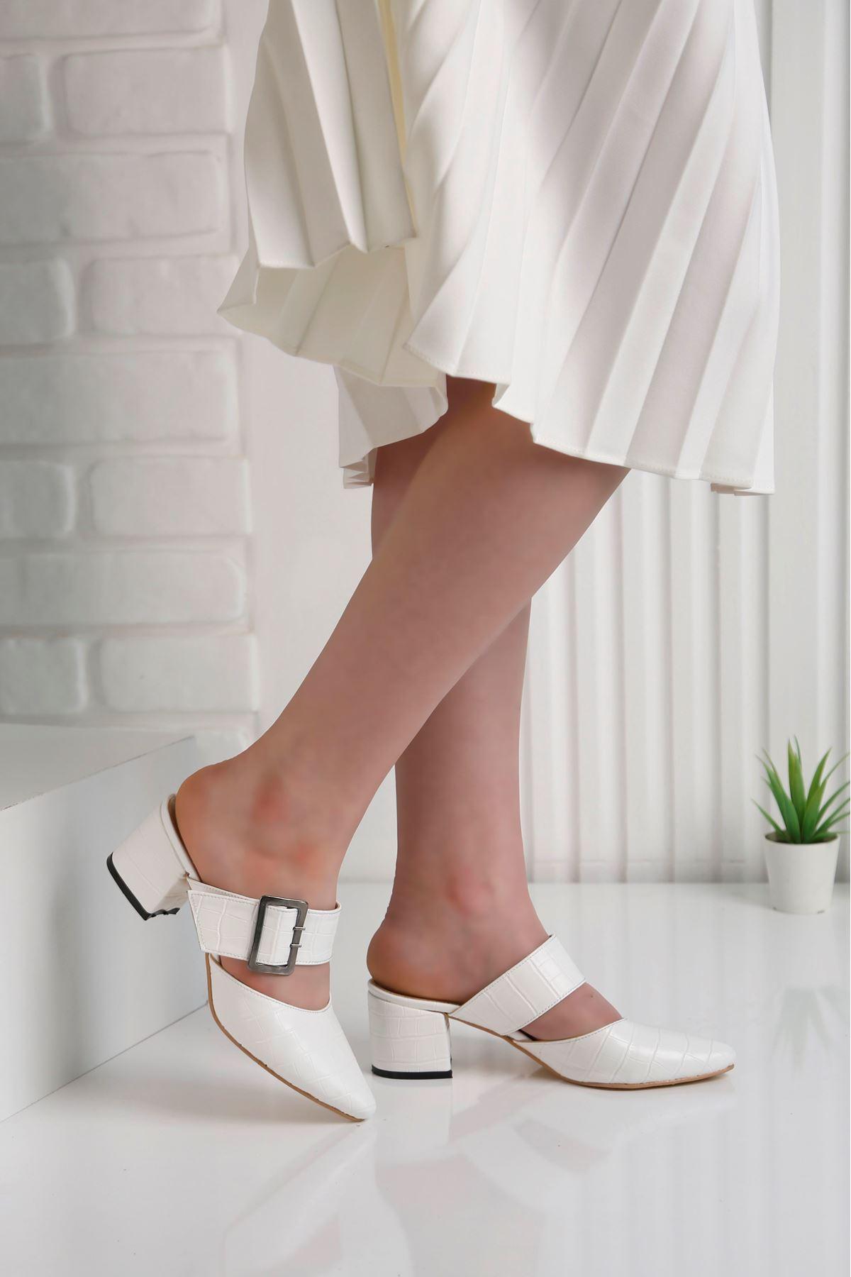 Elegant Topuklu Beyaz Terlik