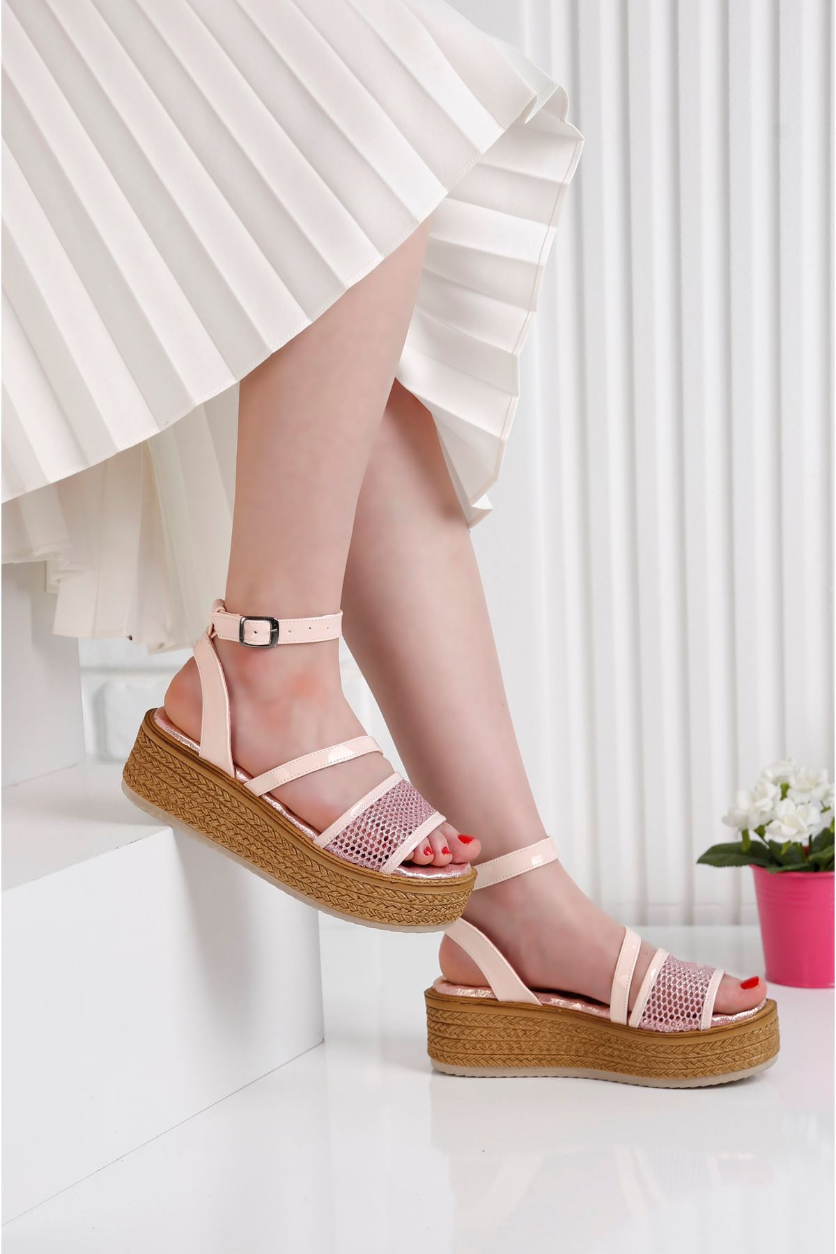 Gratis File Pembe Sandalet