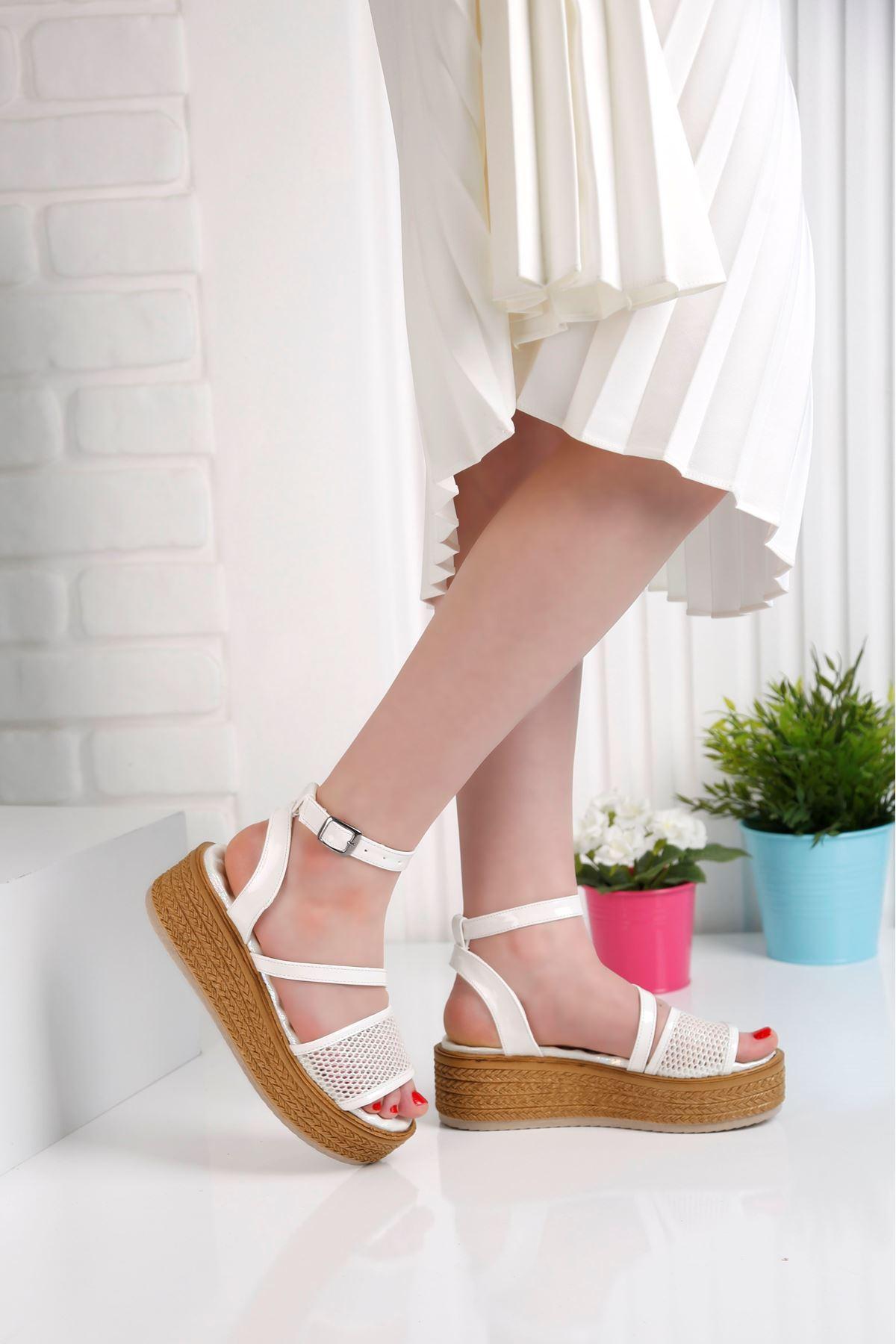 Gratis File Beyaz Sandalet