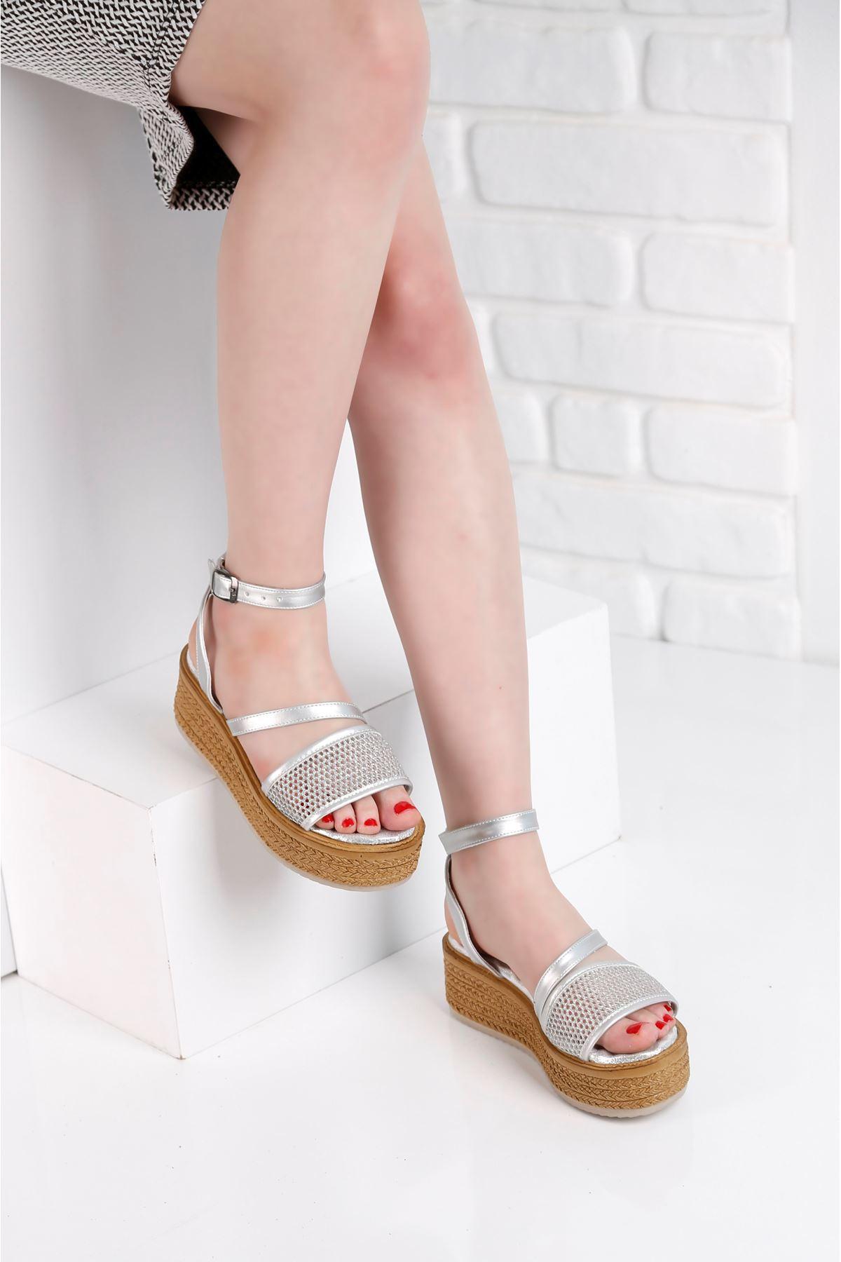 Gratis File Gümüş Sandalet