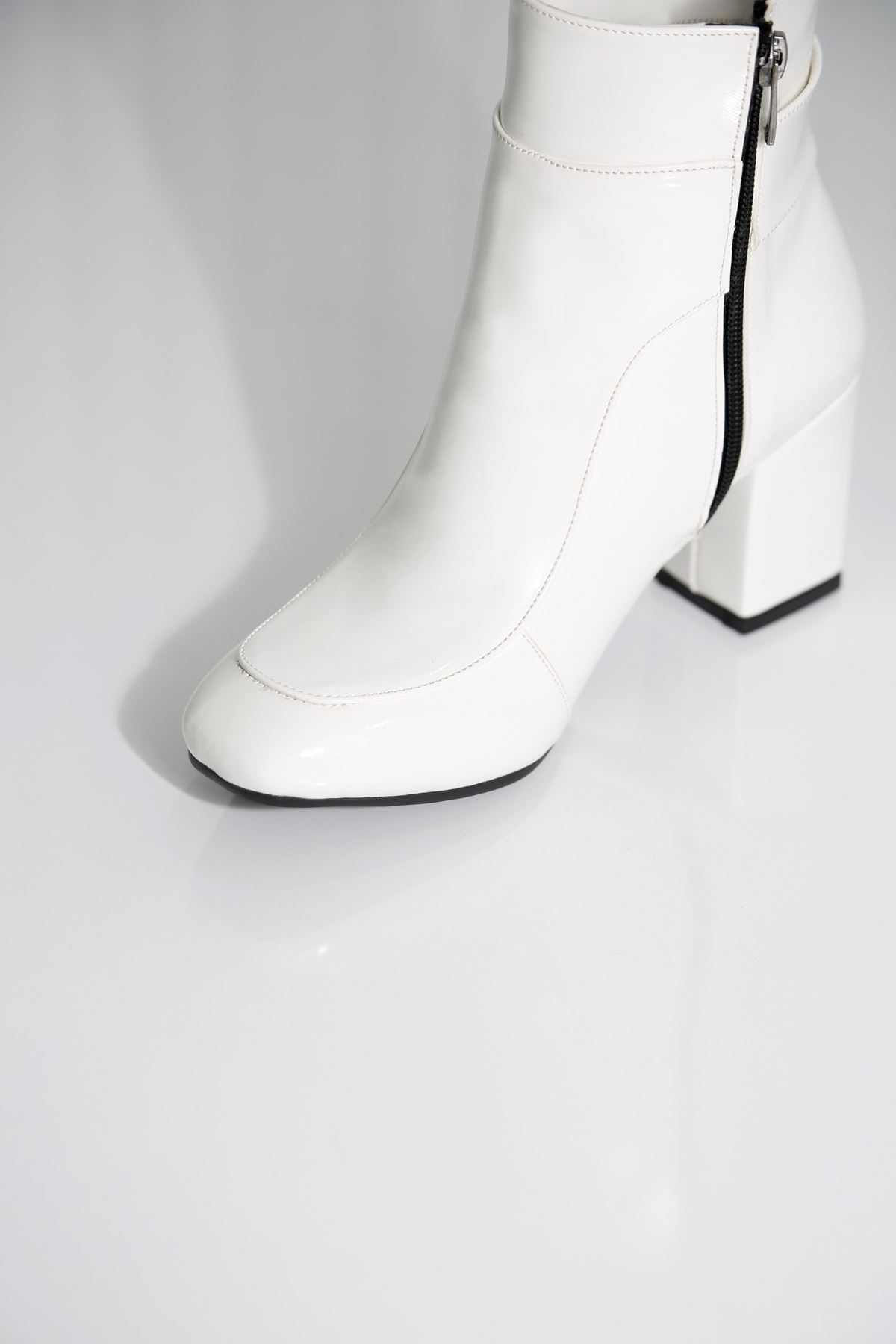 FREDDO Beyaz Rugan Kadın Bot