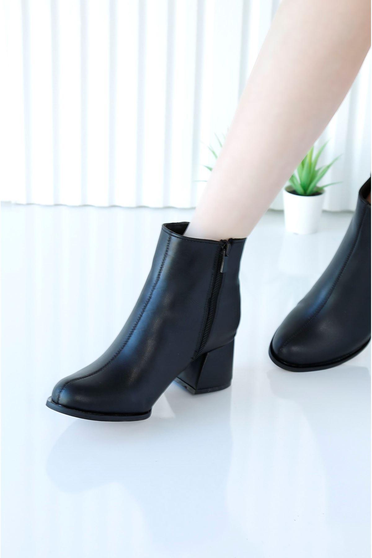 CHASTE Siyah Cilt Topuklu Kadın Bot