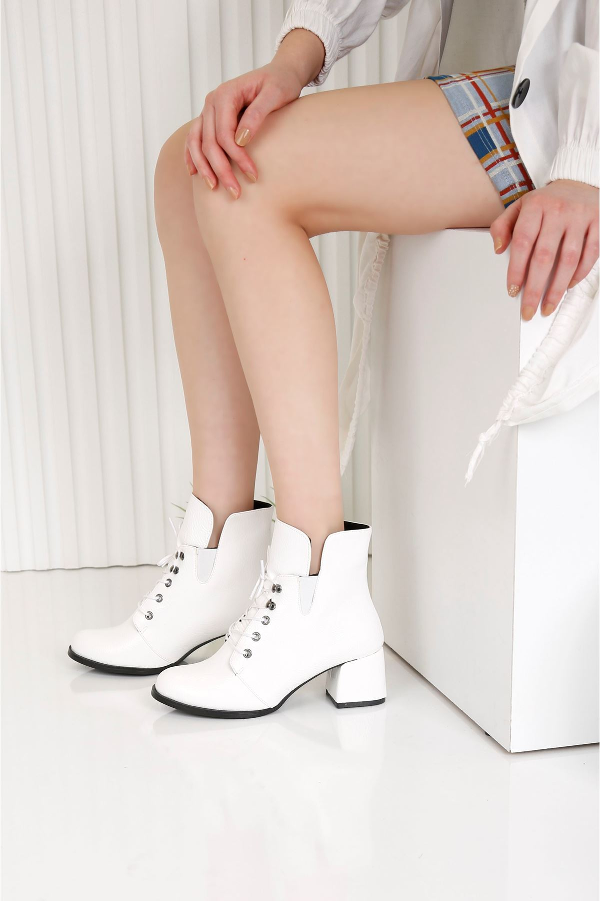 TRAUM Beyaz Topuklu Kadın Bot