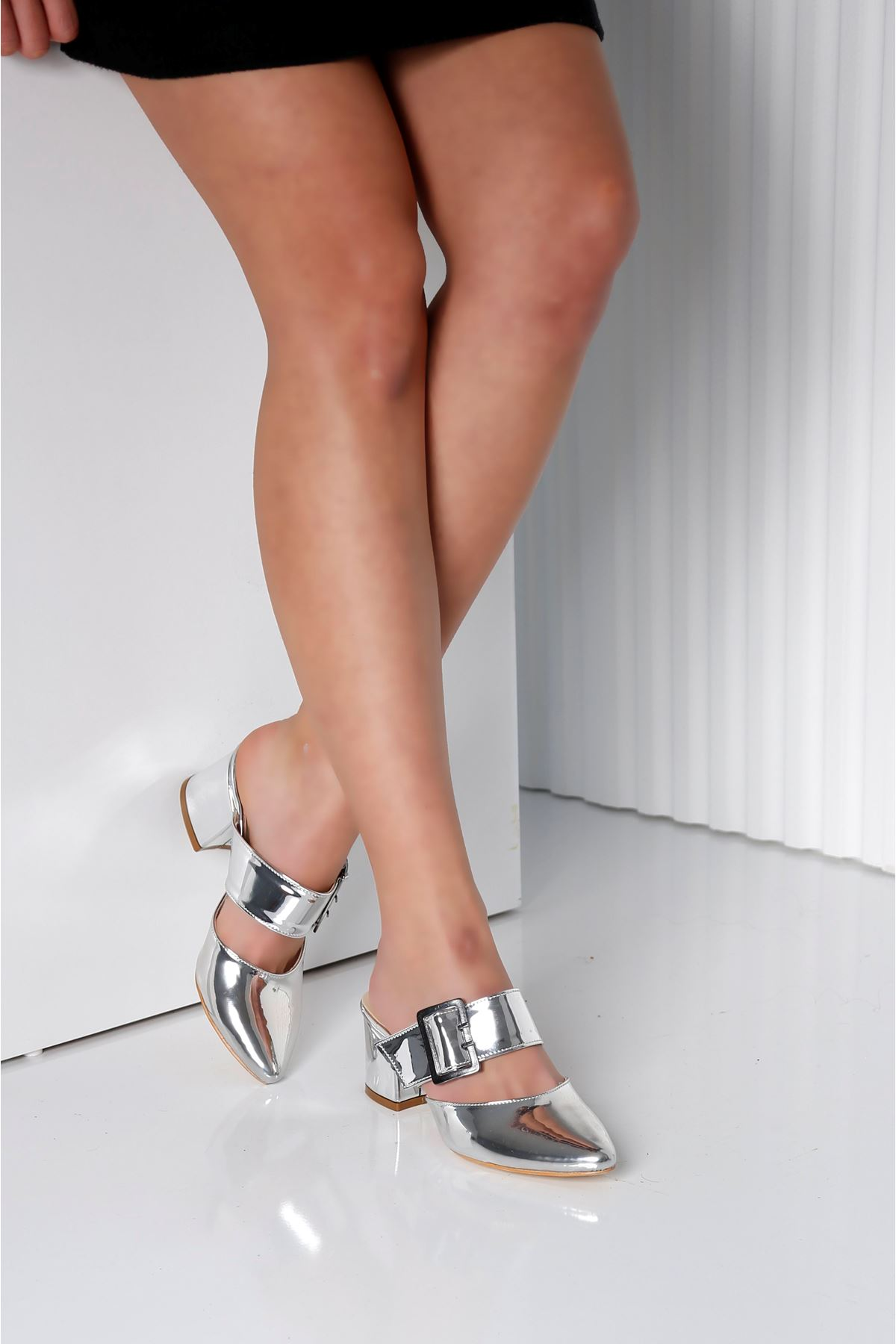 Elegant Gümüş Topuklu Terlik